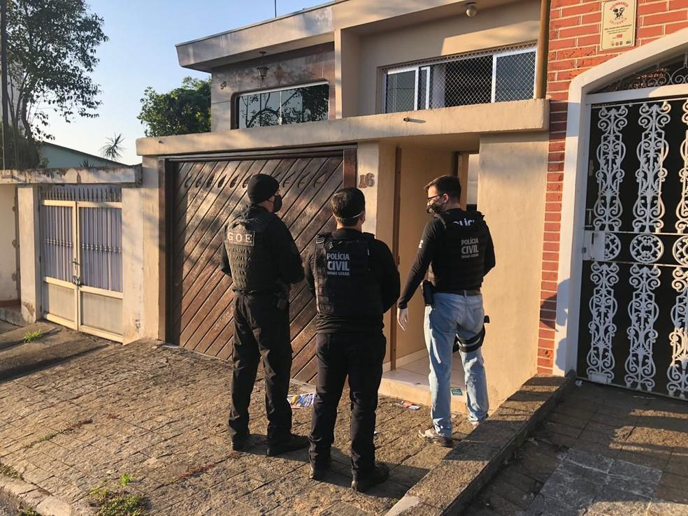 Policiais cumprem mandados em Minas Gerais na manhã desta quarta (4) — Foto: Divulgação/PC