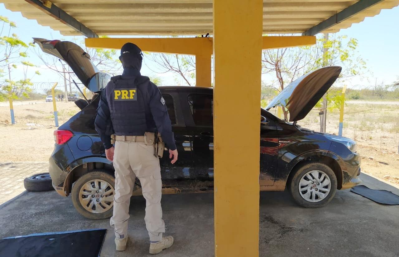 Homem é detido pela PRF na BR 428 em Cabrobó, após compra de carro roubado pela internet