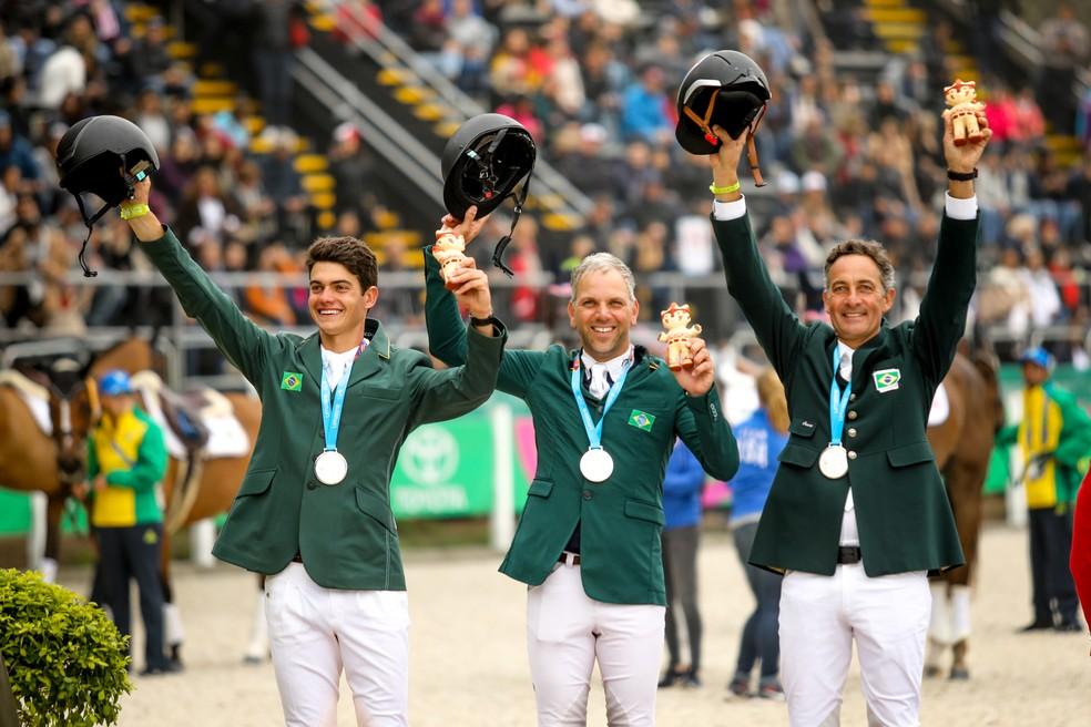 A equipe do concurso completo de equitação (CCE) foi prata em Lima e garantiu a vaga para Tóquio — Foto: Divulgação / CBH