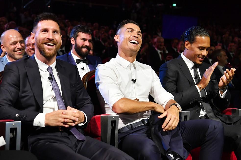 Messi e Cristiano Ronaldo lado a lado na cerimônia do ano passado da Uefa — Foto: Getty Images