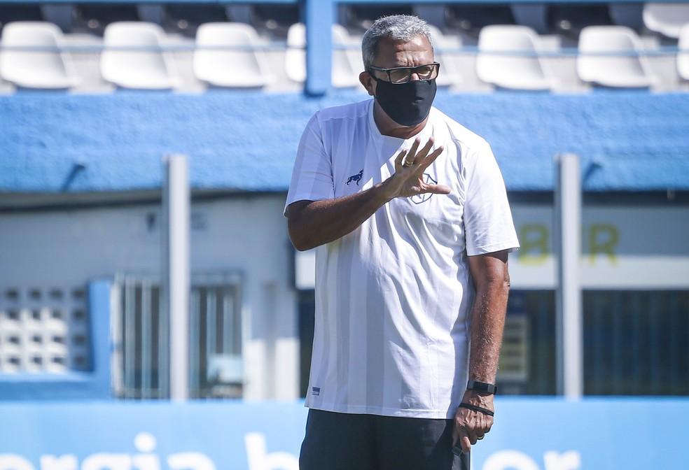 Hélio dos Anjos concedeu entrevista coletiva nesta sexta-feira, dia 7 — Foto: Jorge Luiz/Ascom Paysandu
