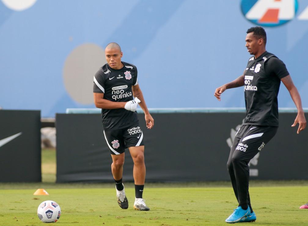"""""""Olha onde estou de novo"""", Mandaca revela que foi rejeitado pelo Corinthians quando tinha 14 anos"""