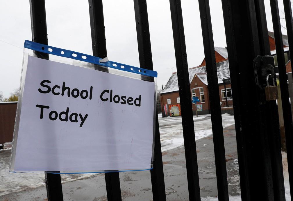 Escola primária fechada em Loughborough, na Grã Bretanha, na segunda-feira (11)  (Foto: Darren Staples/ Reuters)