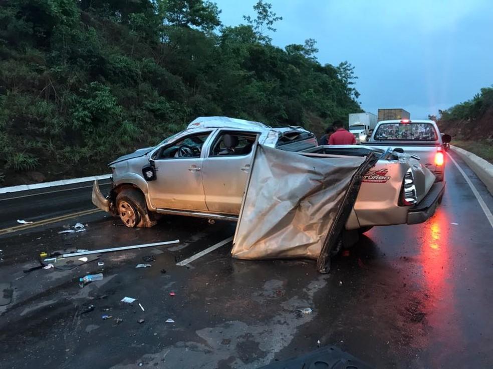 Carro era dirigido pelo bispo e capotou durante chuva (Foto: Divulgação/PRF)