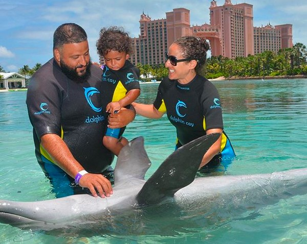 O DJ Khaled com o filho e a esposa (Foto: Instagram)