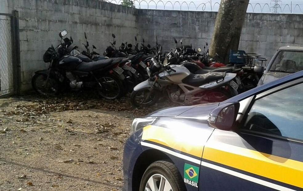 Motocicletas também estão entre disponíveis para arremate  (Foto: PRF/Divulgação)