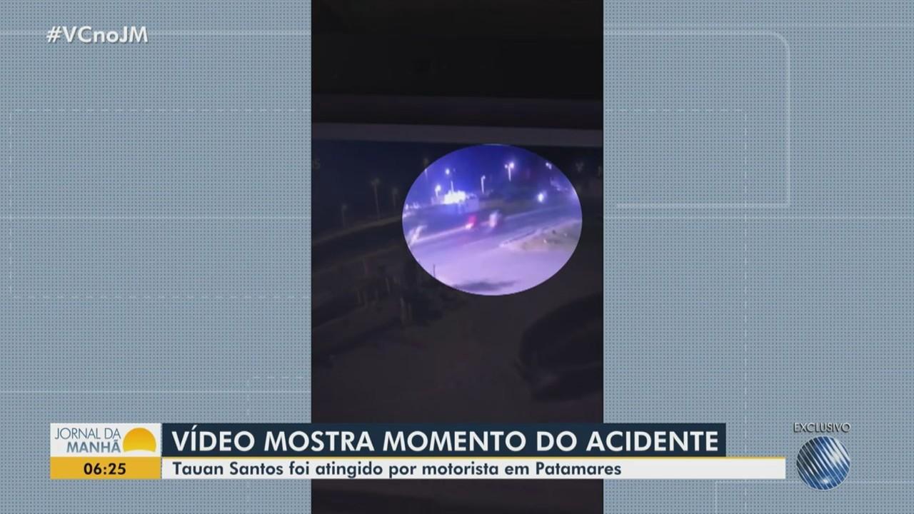 Vídeo mostra momento em que motociclista é atingido por carro no bairro de Patamares