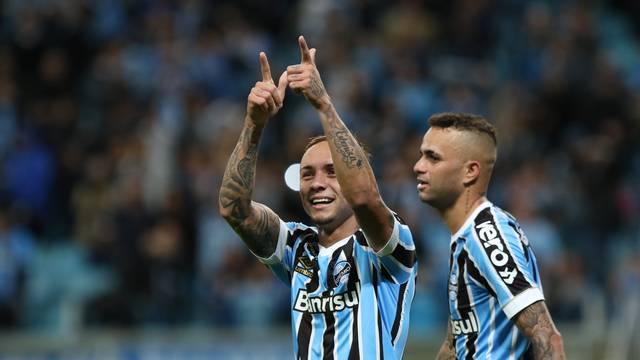Everton festeja o gol da virada do Grêmio