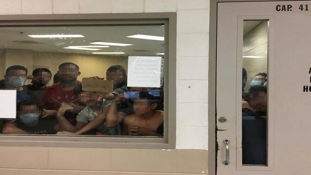 Cela com capacidade para 41 internos em Brownsville, no Texas, está com 88 detentos. — Foto: Office of Inspector General/DHS/Handout via Reuters