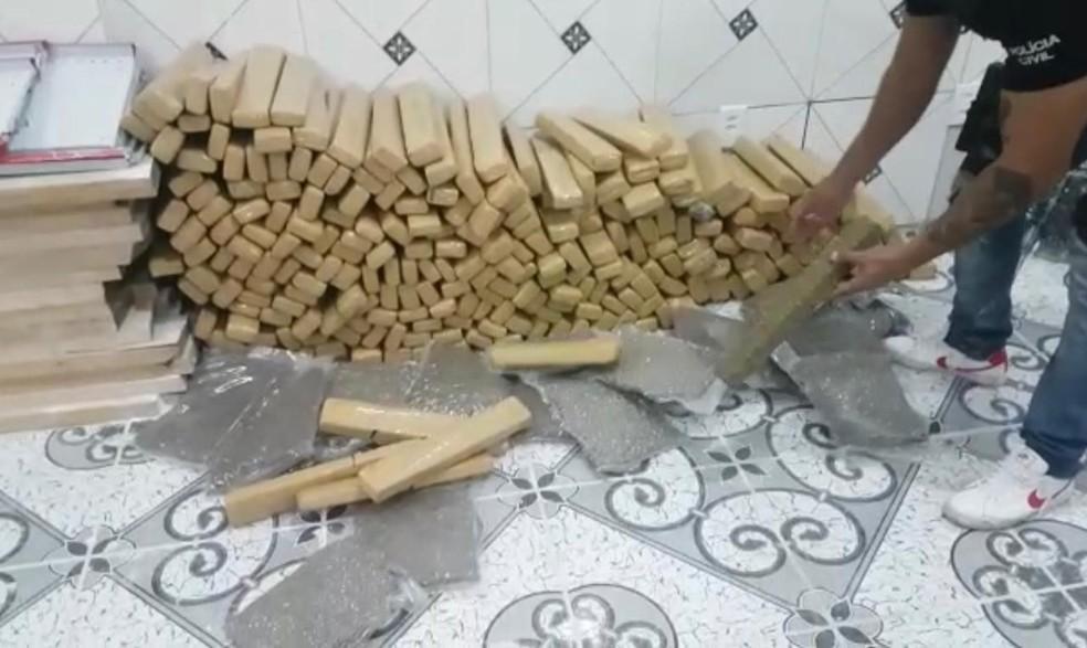 Droga foi encontrada em depósito no bairro Canudos, em Novo Hamburgo  — Foto: Divulgação/Polícia Civil