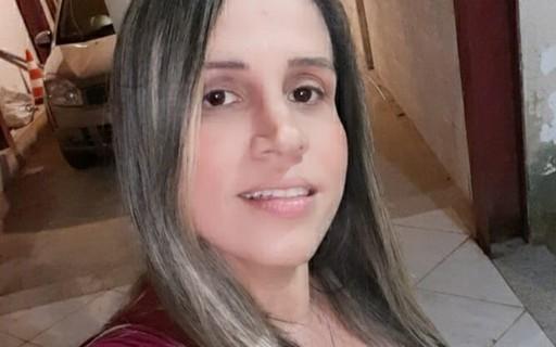 """Vacinada contra a Covid-19, carioca conta: """"Estou com febre e muita dor, mas feliz"""" – Marie Claire Brasil"""