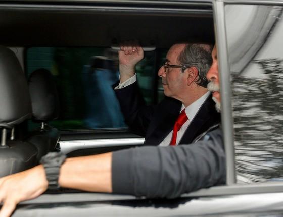 Eduardo Cunha (PMDB-RJ) é conduzido à Justiça Federal em Curitiba (PR) para prestar depoimento ao juiz federal Sérgio Moro na tarde de terça-feira, 7 de fevereiro (Foto: Paulo Lisboa/Brazil Photo Press / Ag. O Globo)