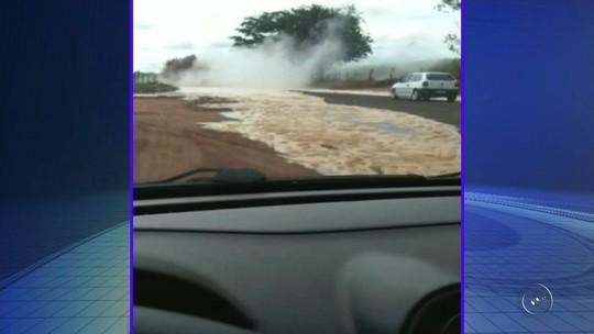 Adutora rompe e 150 mil litros de vinhaça atingem vicinal que liga Nipoã e Planalto