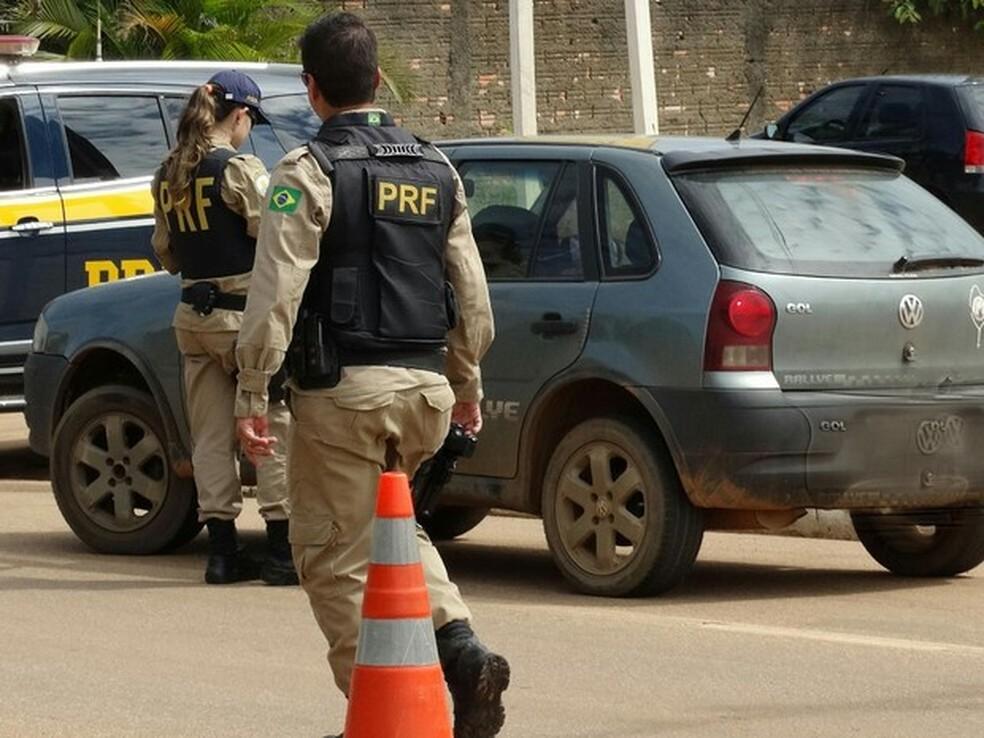 Mulher é presa por avisar em rede social sobre blitz policial no Ceará