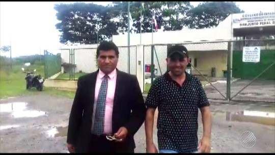 Vídeo mostra vereador suspeito de tráfico comemorando ao sair de cadeia
