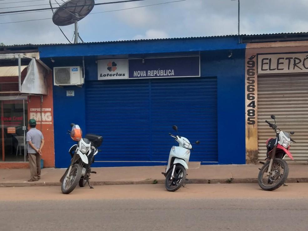 Casa lotérica fechada após ação de assaltantes, na Nova República, em Santarém — Foto: Bena Santana/94 FM