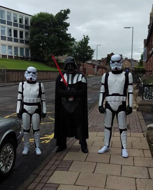 Darth Vader e stormtroopers participam de funeral na Escócia