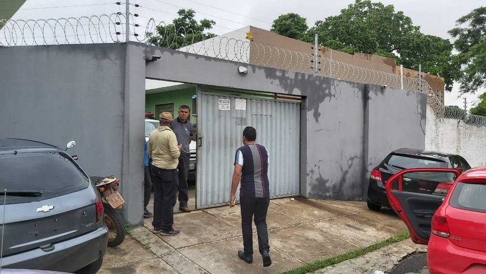 Suspeito foi levado para a Central de Flagrantes de Teresina — Foto: Renan Nunes /TV Clube