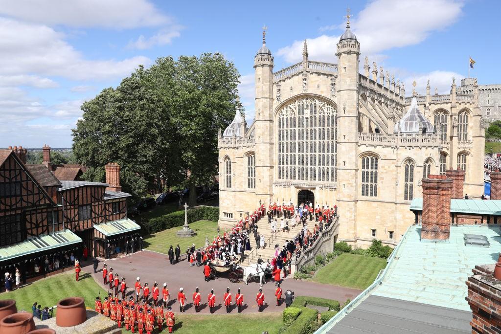Os Cavaleiros de Garter, guardas, militares e outros membros da família real no Castelo de Windsor, Inglaterra (Foto: Getty Images)