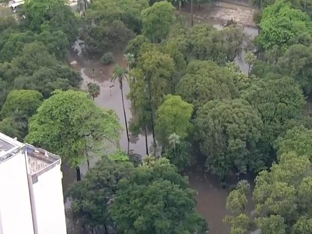 Passeio Público, na Lapa, ficou alagado (Foto: Reprodução/ TV Globo)