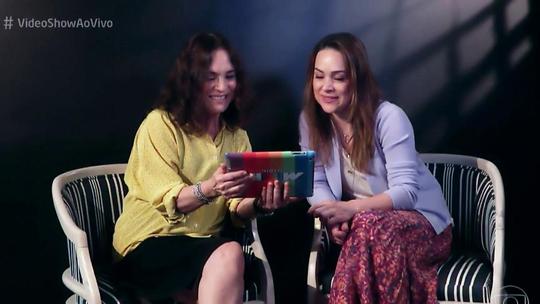 Regina Duarte e Gabriela Duarte se emocionam ao rever o diário de Helena de 'Por Amor'