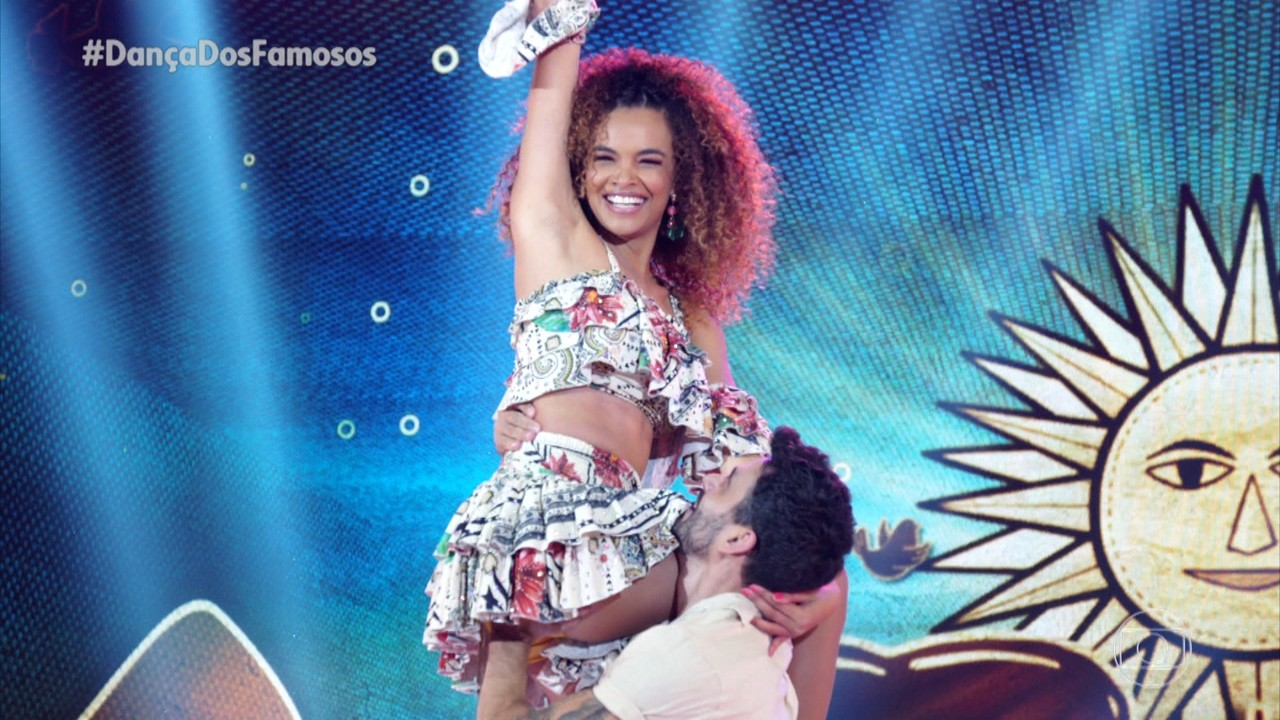 Lucy Ramos e Léo Santos dançam 'Forró do Pega Rela'