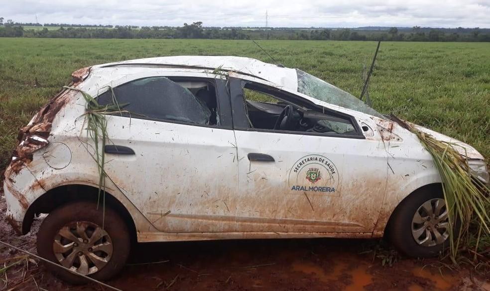 Carro da secretaria de Saúde de Aral Moreira que era utilizado nas buscas a ambulância que desapareceu capotou na manhã desta terça-feira, na BR-163  Foto: A GazetaNews/Divulgação