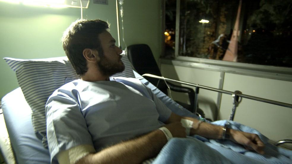 Em 'A Força do Querer', Rubinho (Emilio Dantas) fica preso em hospital antes de ir para a cadeia — Foto: TV Globo