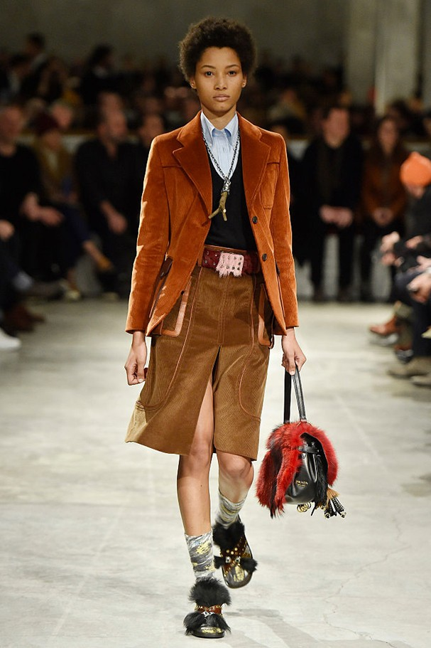 Saia com blazer no desfile da Prada (Foto: Getty Images)
