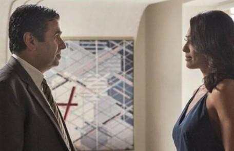 Na terça-feira (15), Hugo (Orã Figueiredo) faz uma lista de exigências para Carolina se manter no emprego TV Globo
