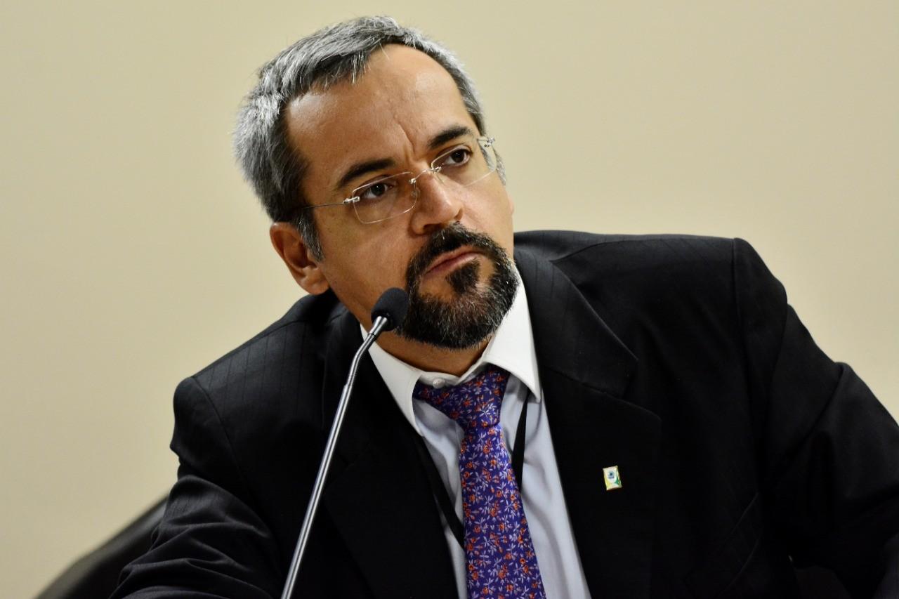 Ministro da Educação bate boca com jovens no Pará - Notícias - Plantão Diário