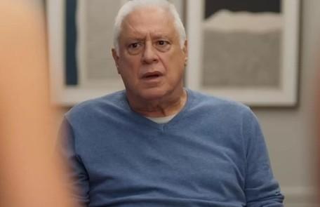 No sábado (21), Alberto acordará desmemoriado no dia em que deveria entregar o dinheiro para Elias. TV Globo