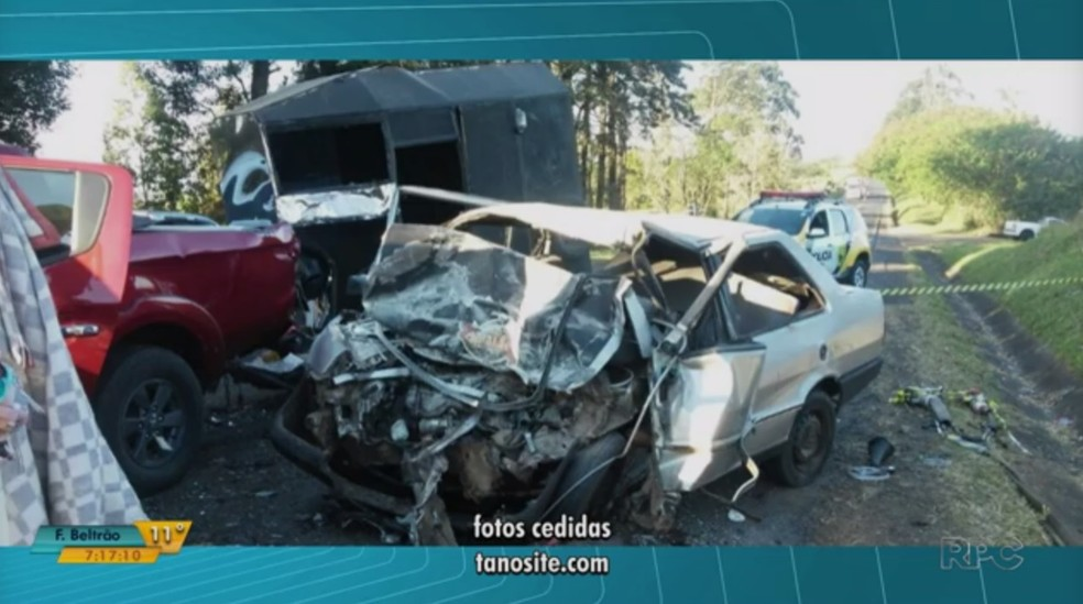 Três pessoas morreram em acidente entre carro e caminhonete na PR-272, no norte do Paraná (Foto: Reprodução/RPC)