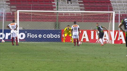 Destaque em triunfo do Coelho, Bryan dedica gol à esposa e à futura herdeira