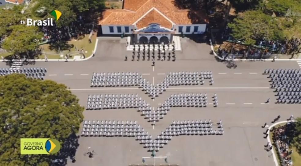 Bolsonaro chega a Guaratinguetá, SP, para participar de formatura de militares  — Foto: Reprodução