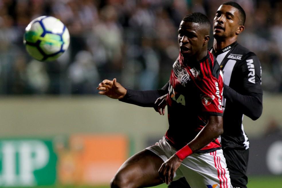 Vinicius Junior se tornou titular esse ano. Há expectativa de que garoto fique após completa 18 anos, em julho (Foto: Staff Images / Flamengo)
