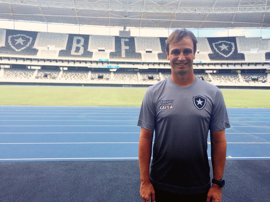 Mensagem de Jair e estilo próprio: Felipe Conceição inicia outra história no Botafogo