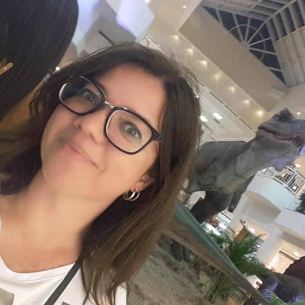 Flaviana Bezerra tem 44 anos e trabalha na DHPP da Polícia Civil — Foto: Cedida