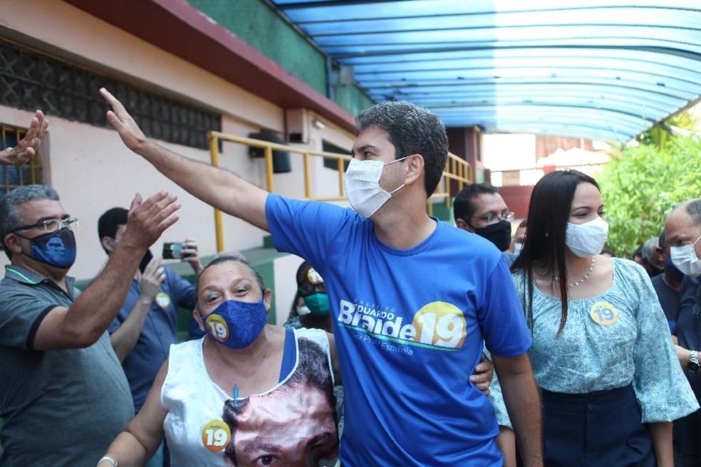 Eduardo Braide chegando na sessão de votação neste domingo (29) — Foto: Paulo Soares