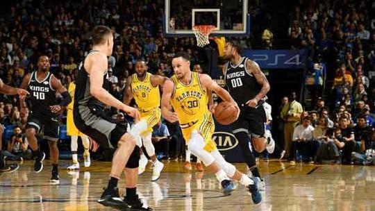 Em final de arrepiar, Warriors penam para superar em casa o indigesto Sacramento Kings