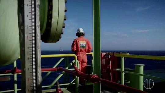 Série 'Petróleo: Riqueza Explorada' mostra rotina de trabalho em uma plataforma de petróleo