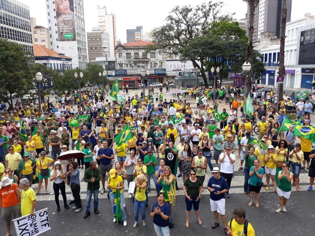 Ato a favor da Lava Jato e contra o STF aconteceu no centro de Campinas neste domingo (17) — Foto: Paulo Gaspar
