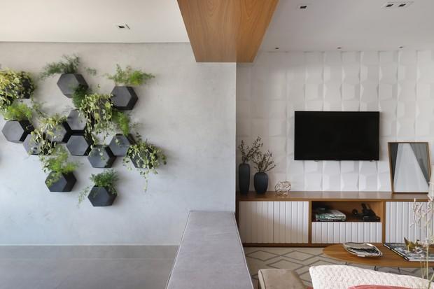 Apê de 126 m² tem texturas e cores (Foto: Fotos Mariana Orsi)