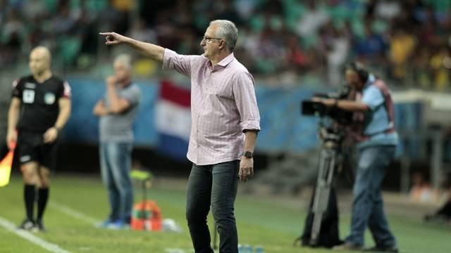 Dorival Junior durante jogo contra o Bahia