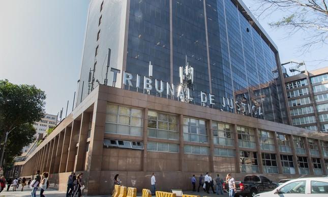 A juíza da 6ª Vara de Órfaos suspendeu a venda da mansão na rua das Acácias 114, na Gávea