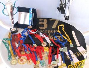 Medalhas e trofeus de Octávio (Foto: Thales soares)