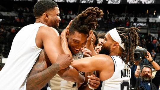 James Harden marca 50 pontos, mas Rockets caem no fim da 2ª prorrogação para os Spurs