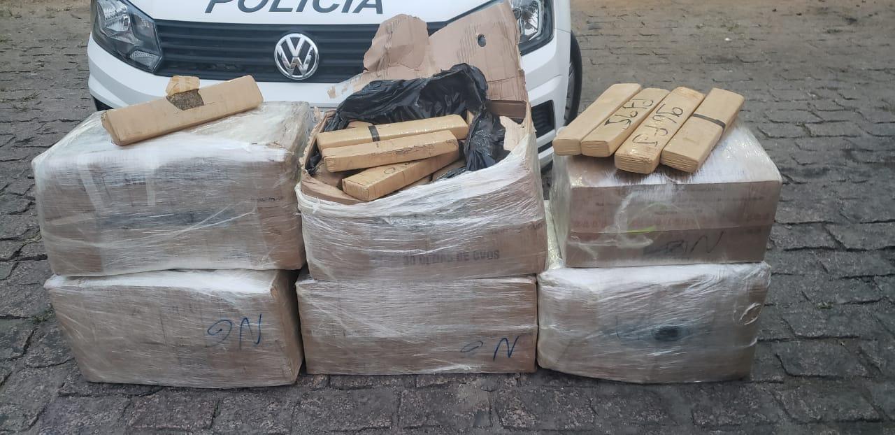 Polícia prende dupla com centenas de tijolos de maconha na Rodovia Castello Branco