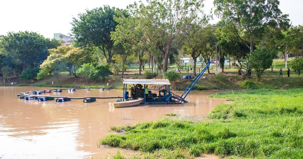 Prefeitura de Atibaia intensifica obras de desassoreamento de lagos para evitar alagamentos em período de chuvas