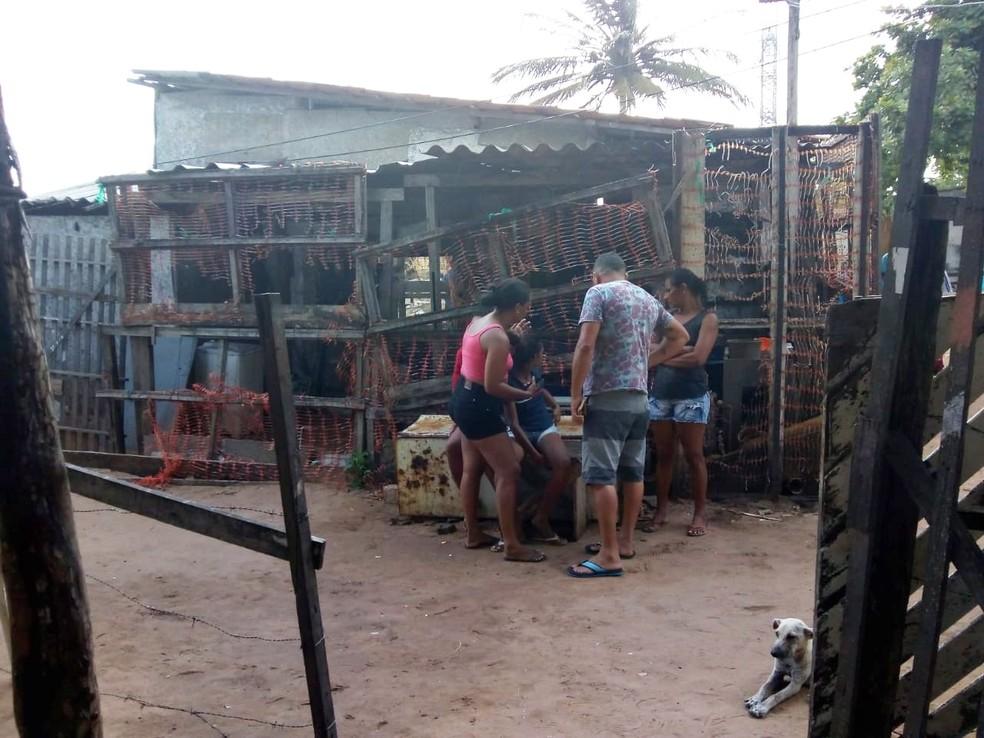 Crime aconteceu por volta das 2h, dentro de uma casa na rua Castelo Branco, perto do cemitério Bom Pastor II — Foto: PM/Divulgação
